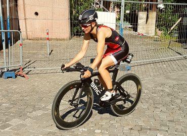 Athlet auf dem Rad beim Zeitfahrtraining